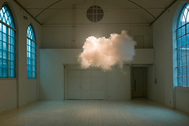 indoor cloud created by dutch artist Berndnaut Smilde